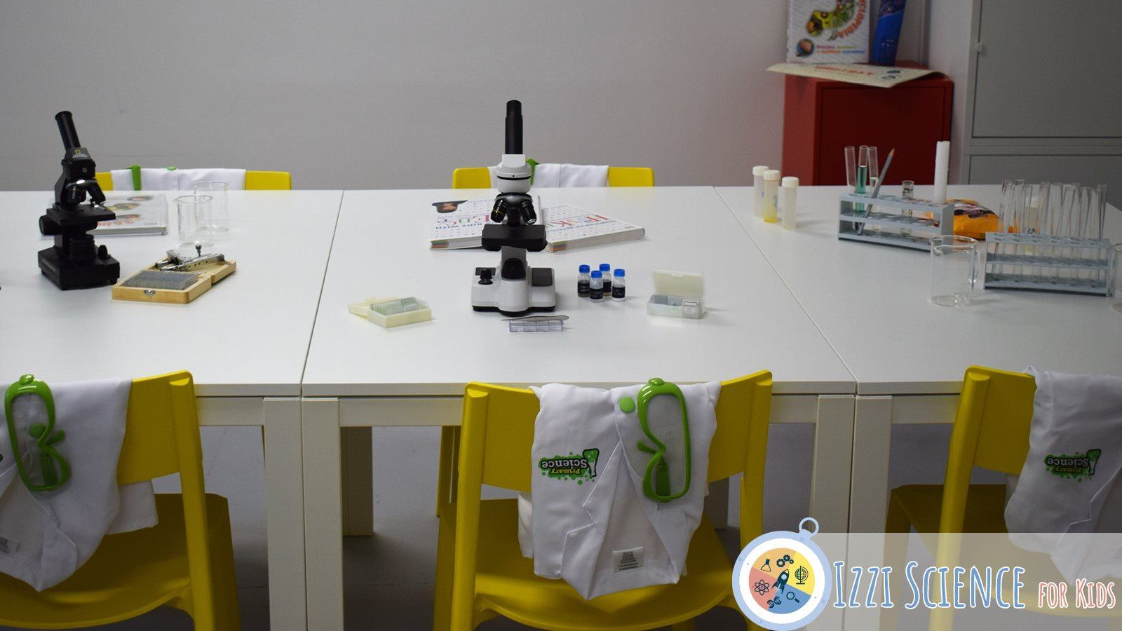 Частно начално училище Izzi Science for Kids лаборатория